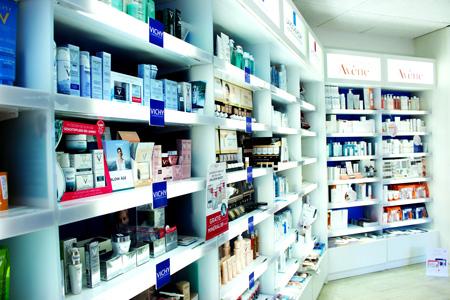 Ausstellwand im Verkaufsbereich Kosmetik