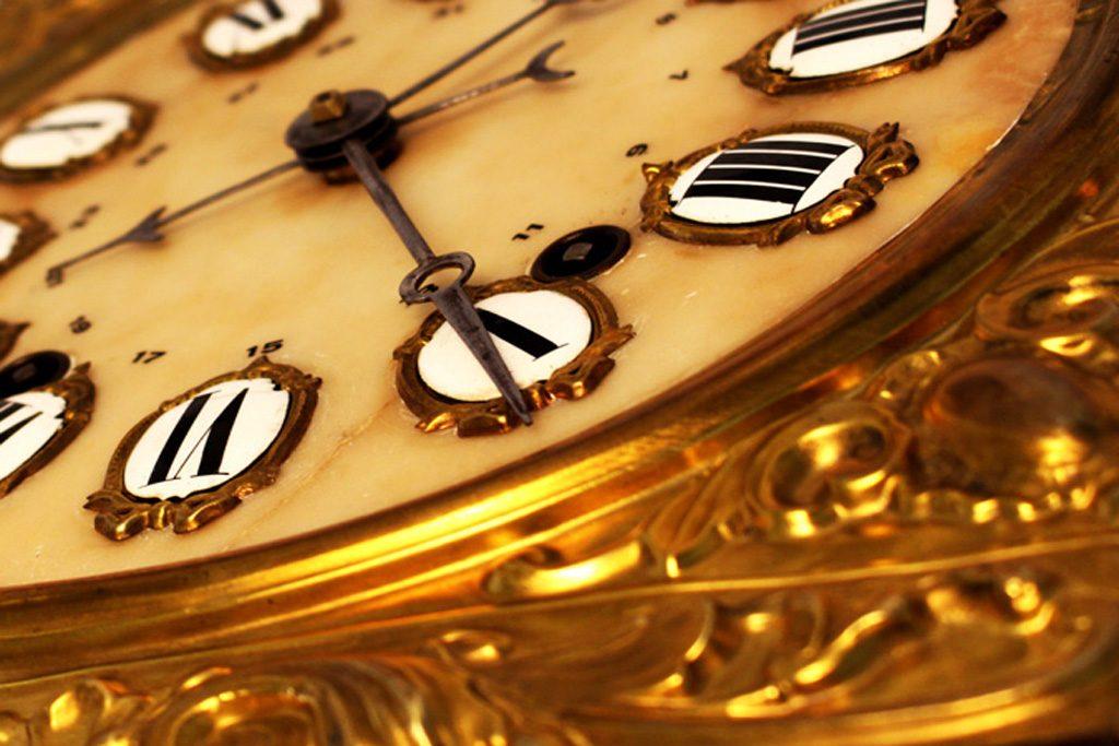 goldene Uhr in Flora-Apothke-Bonn